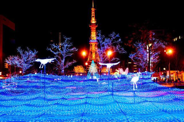 烟花、灯饰以及白雪 美丽的北海道冬季节日