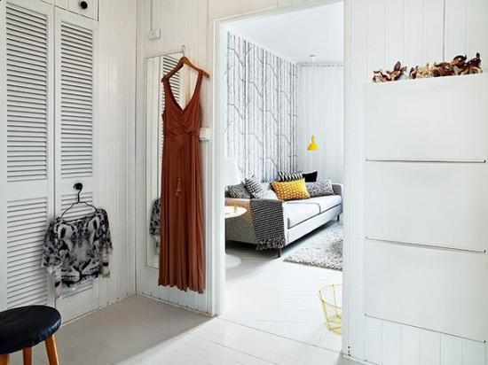 衣帽间设计    设计重点:大玻璃镜    编辑点评:在客厅与卧室之间的图片