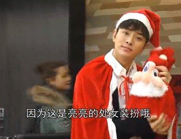 贾乃亮扮圣诞老人送福利 大跳激萌巡山舞