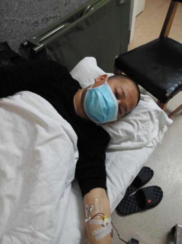 丈夫突患怪病急需骨髓移植 恐只剩半年生存期