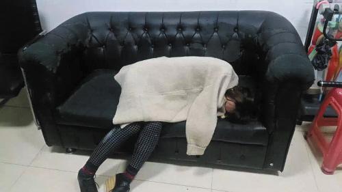 大连20岁业主头像好看深夜醉酒硬闯小区女孩女生的单薄qq的穿着图片
