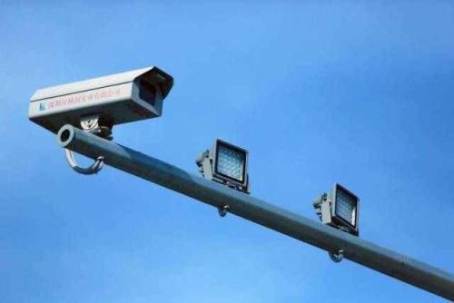 义县公安局交通警察大队在迎宾路老客运站十字路口设置电子警察抓拍系图片