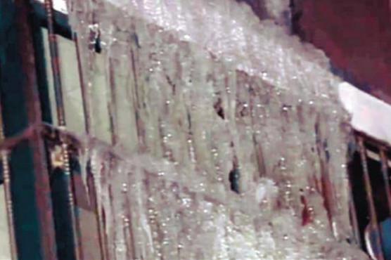 辽中热水器漏水 满楼冰溜挡视线