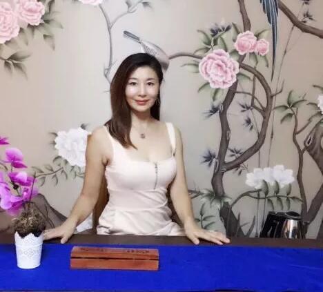 《沈阳女子图鉴》做完线雕的她,50岁看起来像30岁?!