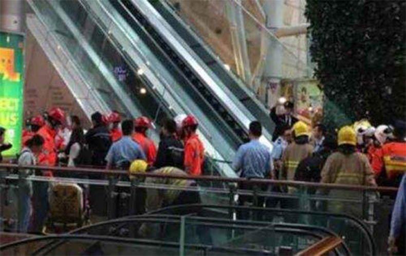 """香港旺角""""通天扶梯""""突发故障 顾客猝不及防从上滚落"""