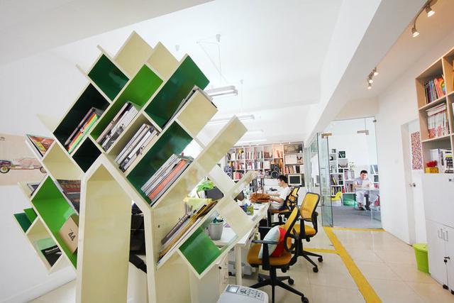 现代创意装饰空间工作室书柜装修效果图2014图片