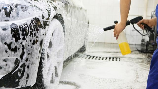 错误洗车方法 对爱车伤害巨大 你了解多少?