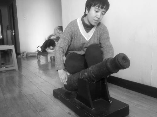 沈阳孝女提出新春愿望 父母留下的古炮她要捐给博物馆