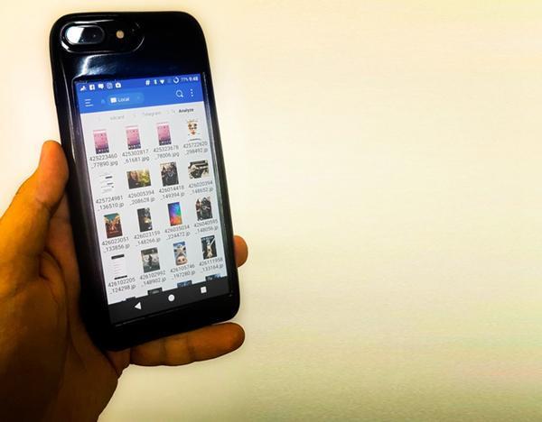 最牛iPhone手机壳 翻过来就变AMOLED屏Android手机