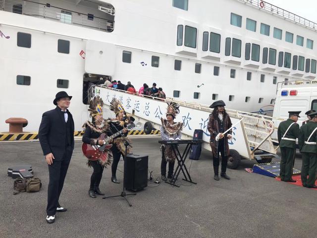 中华泰山号满载启航 2018年大连邮轮季正式开启