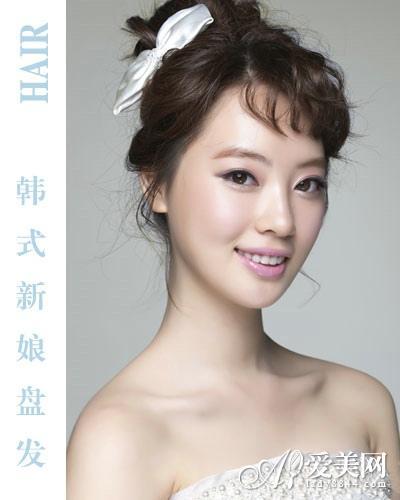 韩式新娘盘发   斜刘海稍微的缩短脸型的比例,将头发盘起高发髻图片