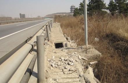 图片采集地点:沈康高速106省道跨线桥两侧.
