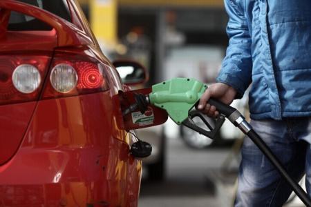 """国内成品油价下调 新一轮油价或遭遇""""二连跌"""""""