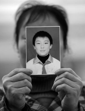 13岁男孩因被妈骂离家出走50天 母亲来沈寻儿