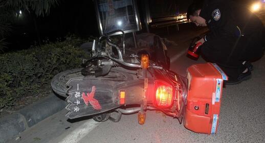 男子无证无牌醉驾摩托车撞伤老人逃逸 家属投案自首