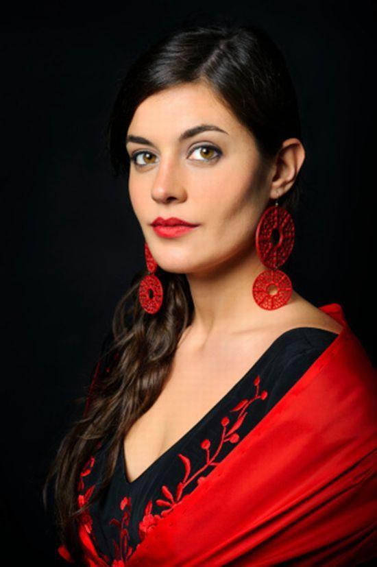 西班牙女人上街必须戴耳环