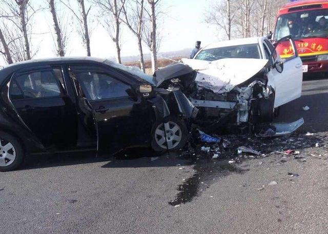 沈阳两辆轿车迎面相撞 两名女子身亡