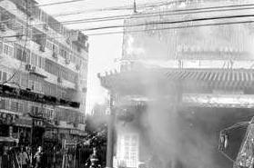 鞍山一饭店里厨房传出巨响 只有黑烟并未发现明火