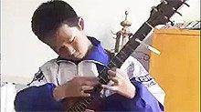初中生弹吉他成网红 被赞华语乐坛希望