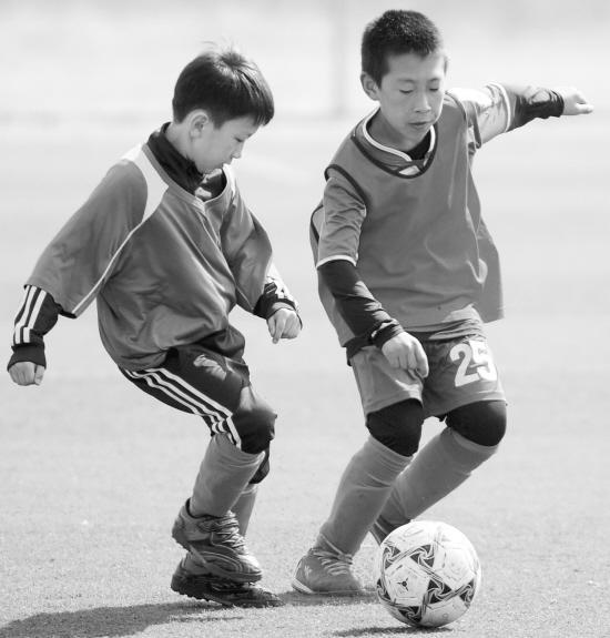 """让沈阳""""足球娃娃""""见识世界足球"""