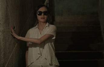 鞍山盲女晕倒路边 他们变成了她的双眼带她回家