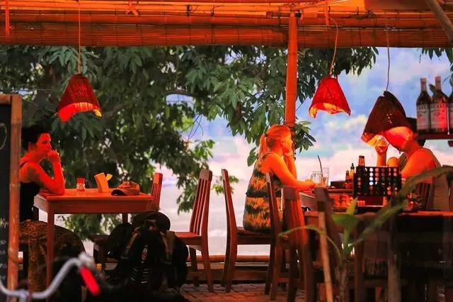 坐大巴就能到达的东南亚小城 风景还不输欧洲