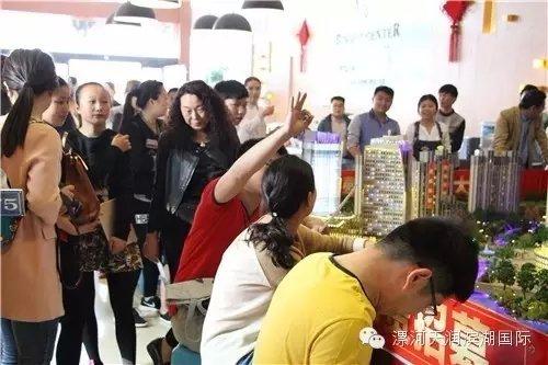 滨湖国际 一锤定音0元竞拍苹果SE活动落幕