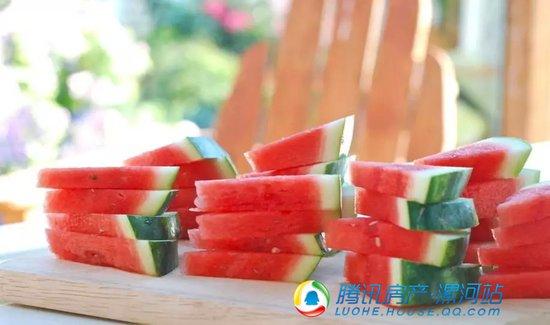 """【瓜甜礼夏】你在酷暑中对战炎夏 我在""""云熙府""""吃免费西瓜!"""