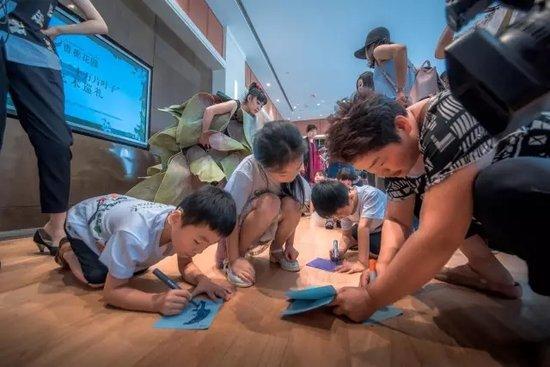 这20个洛阳孩子画的画,会在不久之后传遍全球,多亏了她……