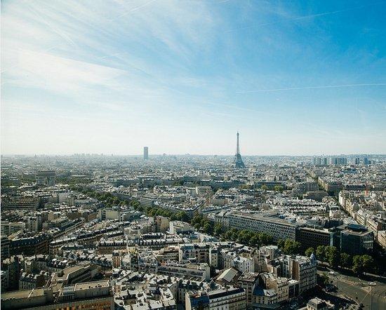 一线城市楼市今年成交规模腰斩 这里成房价最高城市