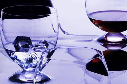 """除了用于葡萄酒,""""会呼吸的""""酒杯还可以用来改善烈酒,果汁和矿泉水的"""