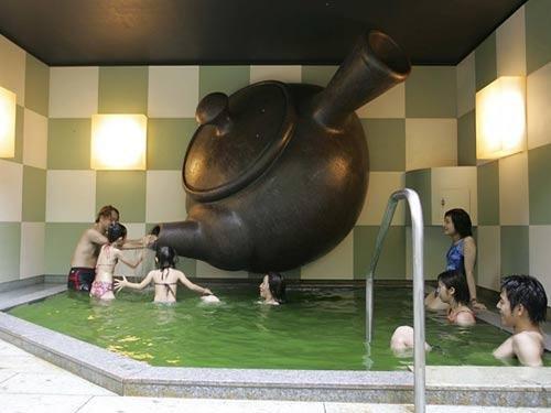 大开眼界 日本箱根另类温泉