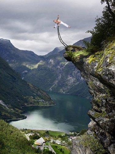 极限艺术家 悬崖边上玩倒立