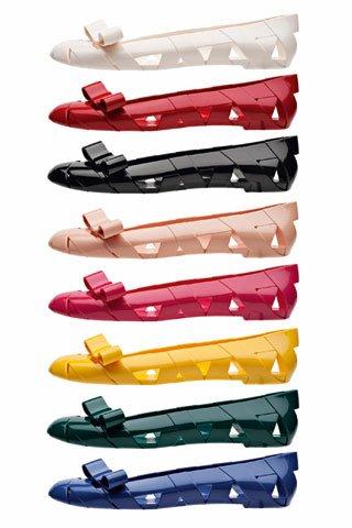 Moschino推出BowWow塑料鞋