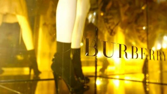 Burberry盈利预警 股价大跌