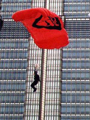 高楼跳伞其实是超低空跳伞