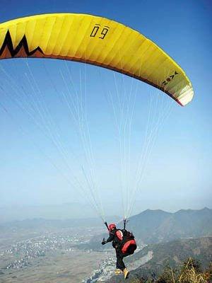 高空滑翔,享受刺激的乐趣