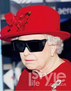 英国女王伊丽莎白内衣 价不能低(组图)