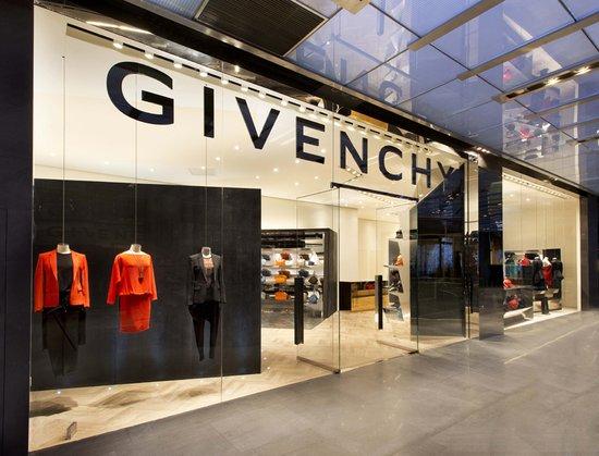 Givenchy上海女装店盛装开幕
