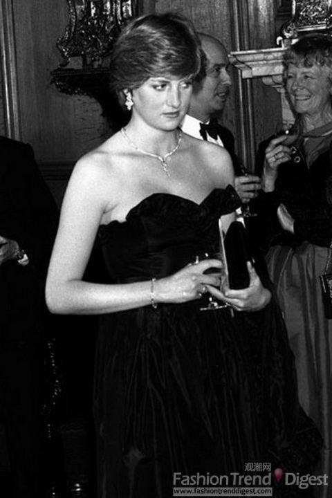 戴安娜王妃的裙子被拍卖