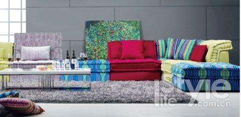 爱依瑞斯拉齐奥布艺沙发,拥有舒适亲切的布艺风格,柔软、温暖高清图片