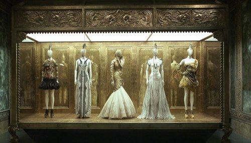 McQueen 野性之美时装回顾展参观者超50万(图1)