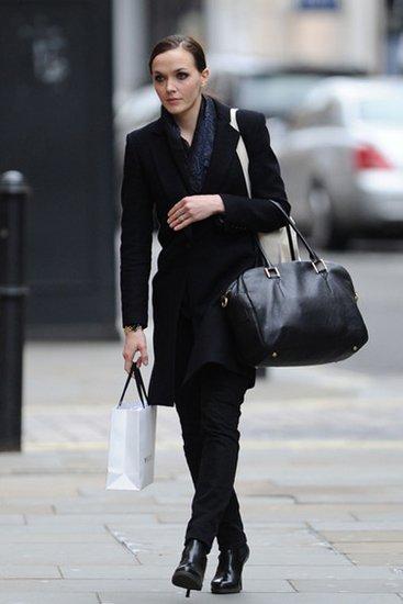 彭德尔顿PK海瑟薇 低调黑大衣如何出彩?