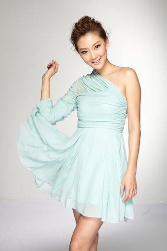电影俏主播李晔的美服穿搭秀整版狗新锐完霹雳图片