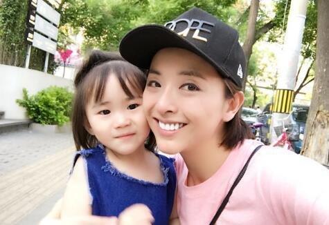 演员黄小蕾投诉迪士尼职员故意刁难 园方:游客举止恶劣