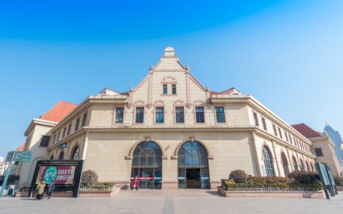最美的火车站之一,已建成119年,往前300米就是大海