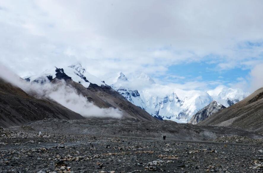 西藏采取措施清运珠穆朗玛峰地区数百吨垃圾