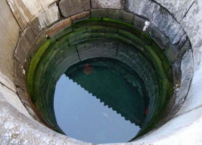 云南往南的小吃名城,居民仍用元代水井,距昆明3小时车程