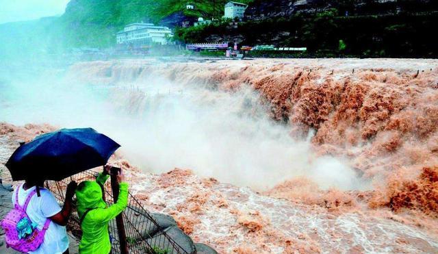 汛期和暑期游客开展山地旅游要时刻注意安全