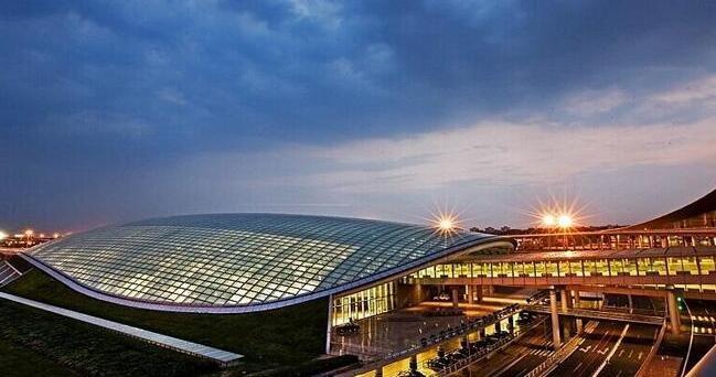 国庆铁路客运拉开帷幕 首都机场30日迎客流高峰